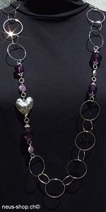 This fashion jewelry with a heart pendant for Neus Shop enlarge detail